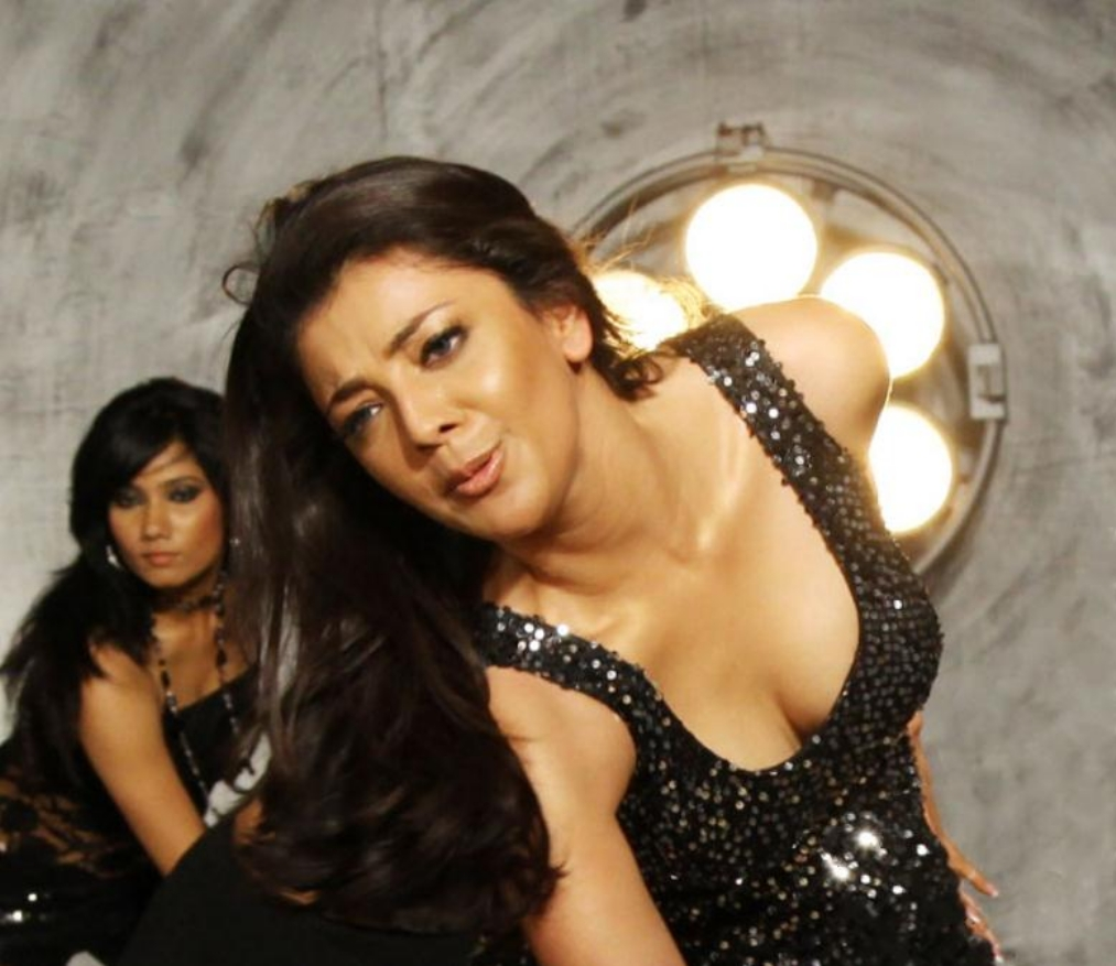 Kajal Agarwal Hot Cleavage Show Photos From Dhada Movie -9704
