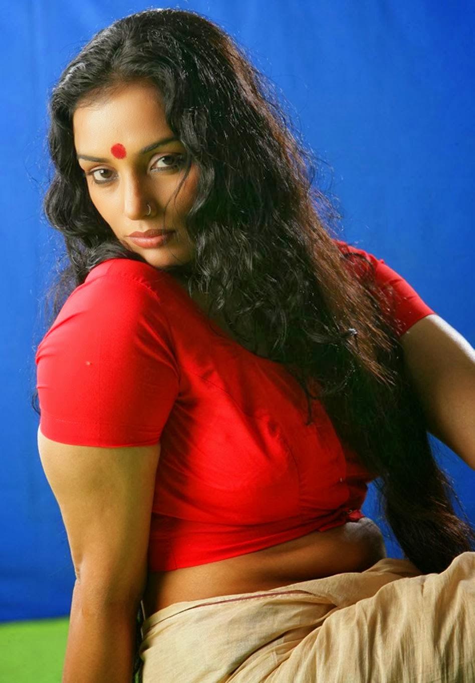 Actress Swetha Menon Hot Photoshoot Pics In Saree  Visit -9699