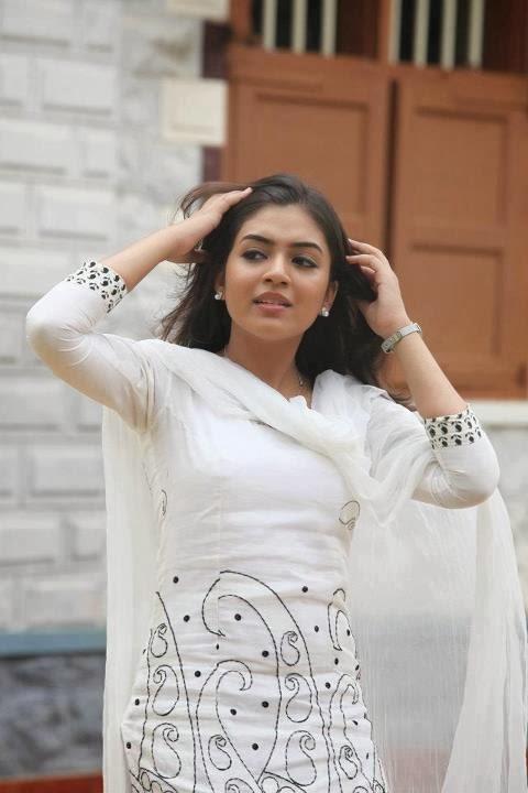 Nazriya Nazim Cute Stills  Visit Wwwfilmybolin-3630