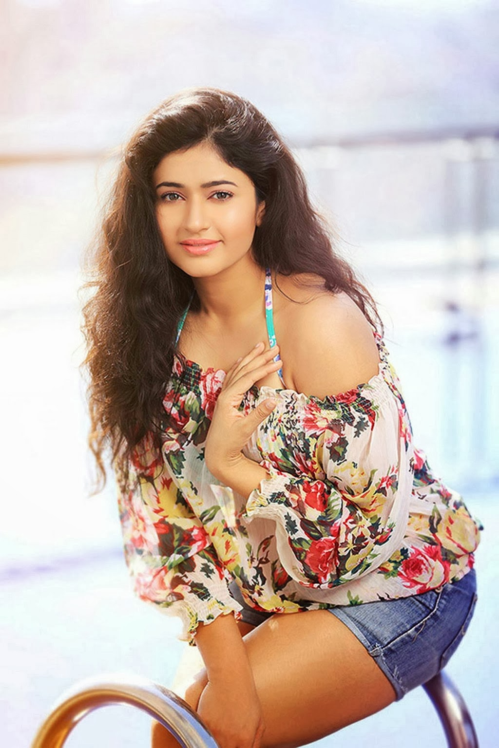 Unseen Pics Of Poonam Bajwa Hot Cleavage Navel Show