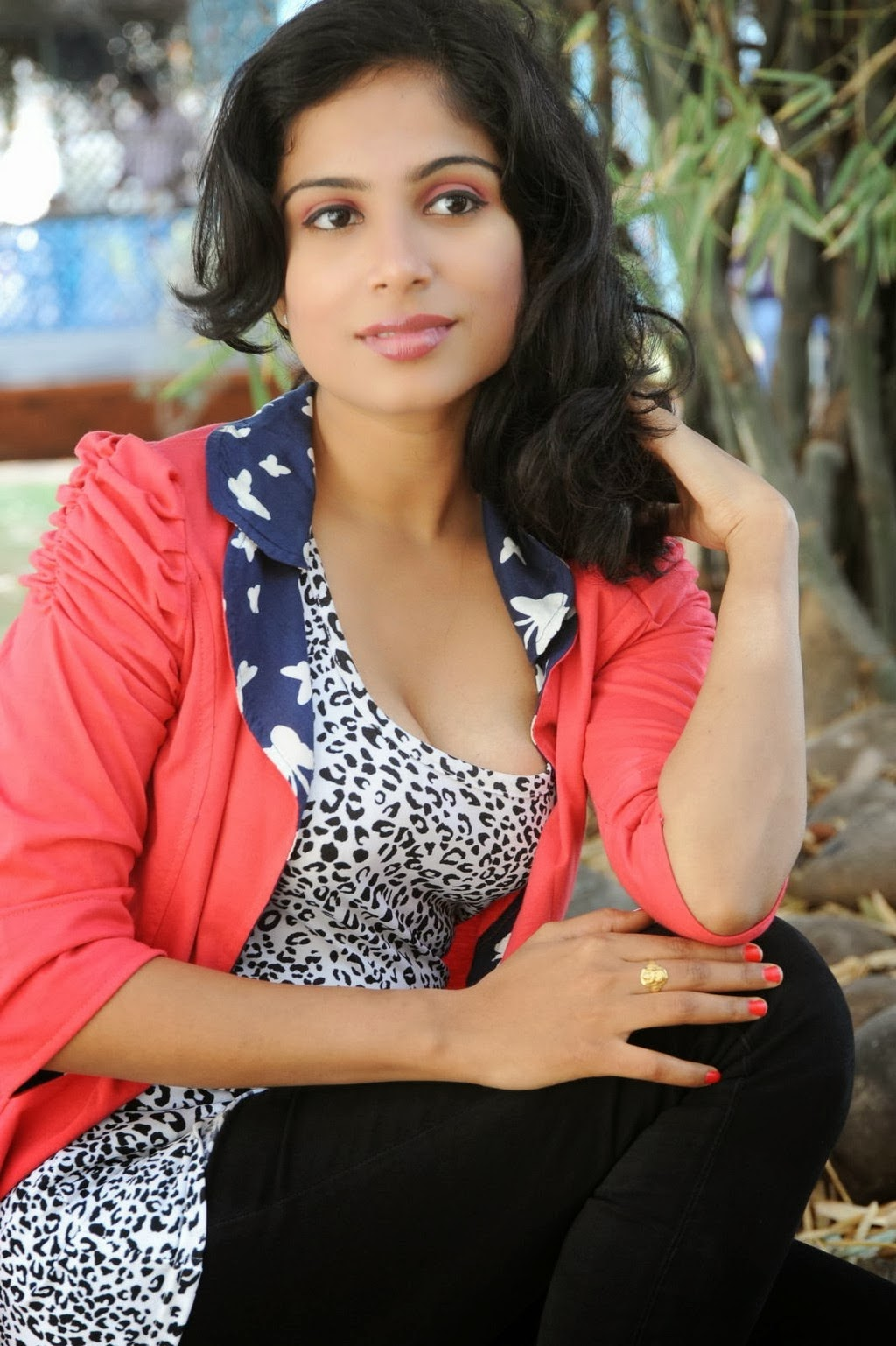 Actress Vrushali Hot Cleavage Photo Gallery  Visit Www -7401