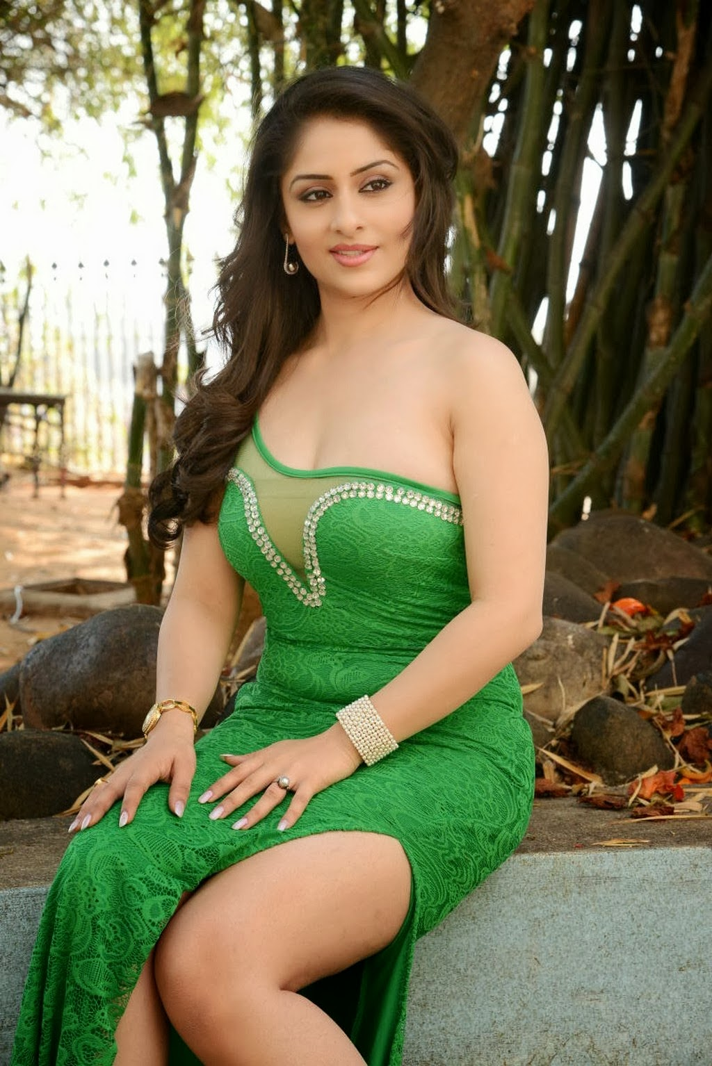 Ankita Sharma Expose Hot Cleavage Thunder Thigh In Green -1646